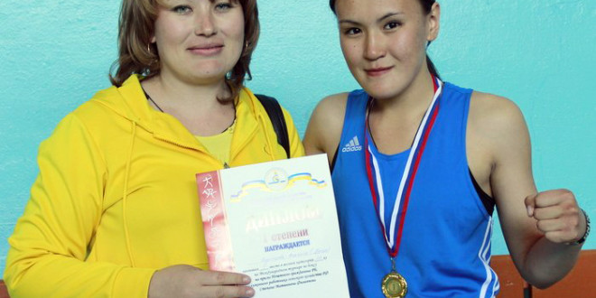 Людмила с мамой Анной Воронцовой на соревнованиях в Петропавловке. Фото Аркадия Зарубина.