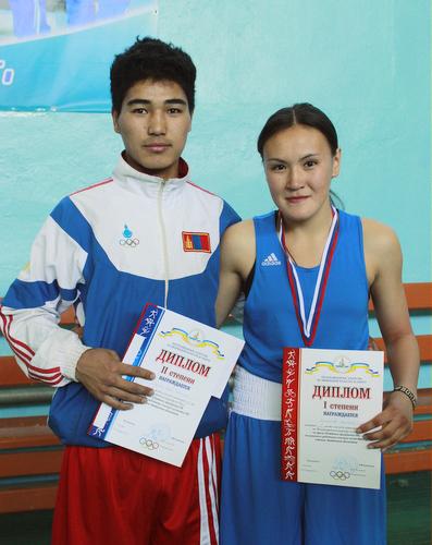 Людмила Воронцова с монгольским другом-боксером Эрдэнэ Баяром
