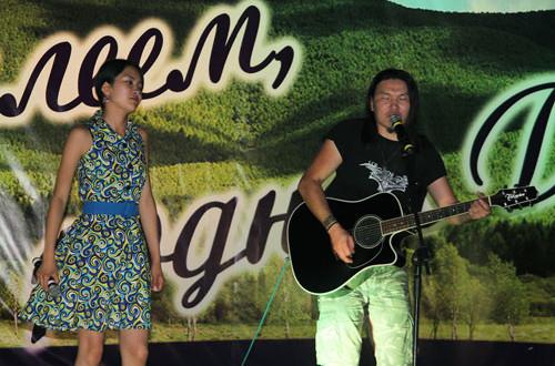 Музыкальный-дуэт-из-Монголии