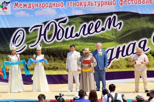 С-поздравительным-обращеием-выступает-Губернатор-Селенгинского-аймака-из-Монголии