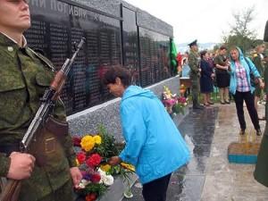 У памятника, посвященного фронтовикам-желтуринцам