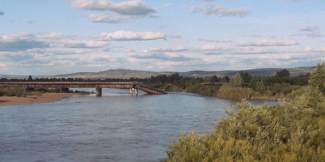 Обрушились два моста через реку Джида.
