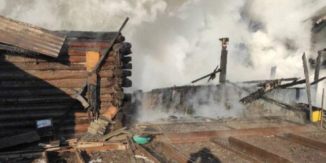 С риском для жизни пожарные вынесли газовые баллоны из под огня.